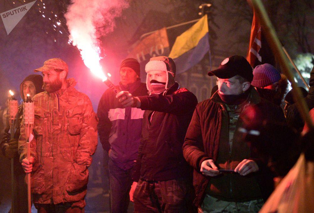 Gli attivisti dell'Euromaidan alla marcia a Kiev.