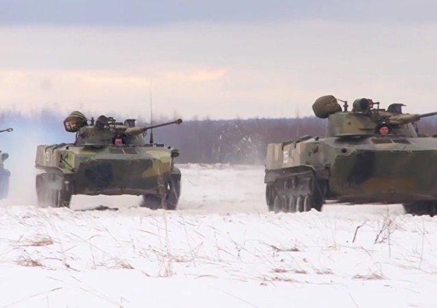 Le esercitazioni delle Forze armate russe che non temono la neve e il freddo