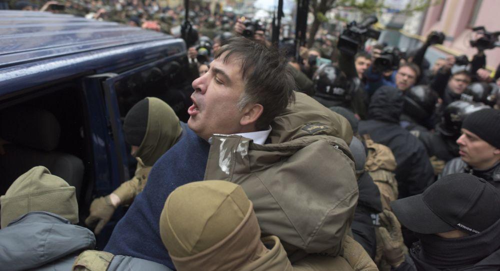 Ucraina, Saakashvili fermato a Kiev e lui minaccia di buttarsi dal tetto