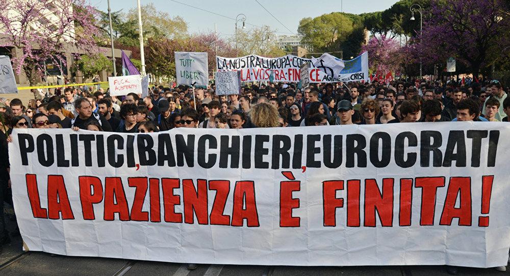 Una manifestazione di protesta contro la UE a Roma
