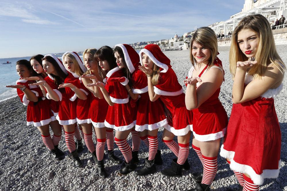 Le assistenti di Babbo Natale