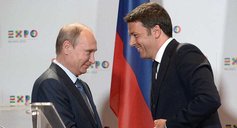 Stretta di mano tra Putin e Renzi