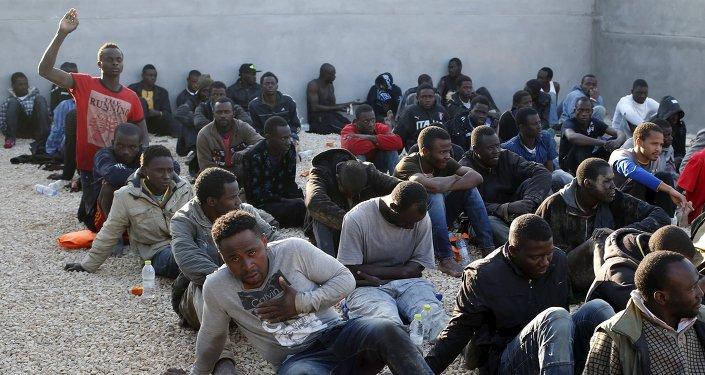 Migranti in un campo profughi