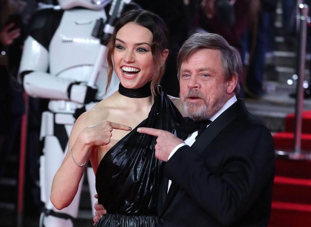 L'attrice brittanica Daisy Ridley e l'attore americano Mark Hamill alla prima del Star Wars: The Last Jedi a Londra.