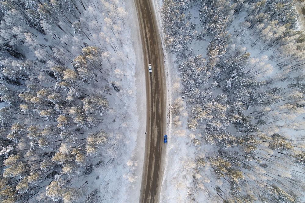 Una strada nei pressi di Krasnoyarsk, Russia.
