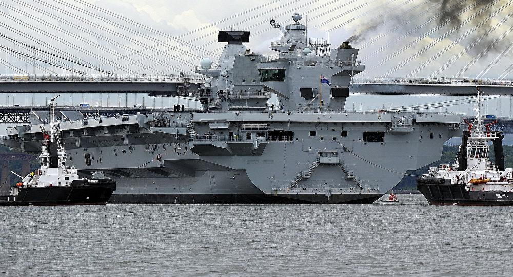 La portaerei Queen Elizabeth