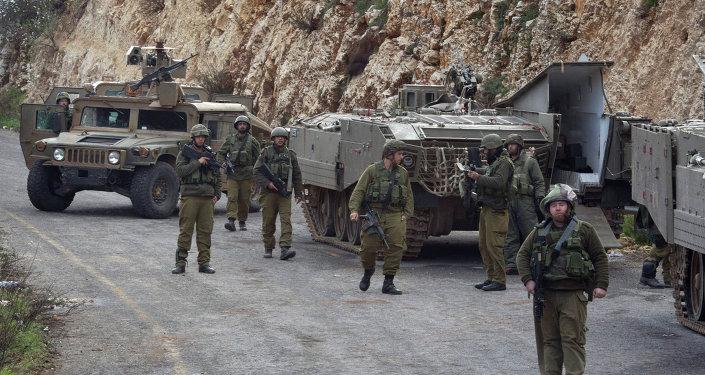 Soldati israeliani al confine tra Libano e Israele.