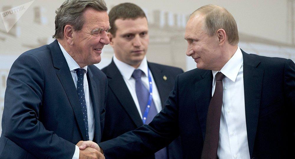 Gerhard Schroeder e Vladimir Putin