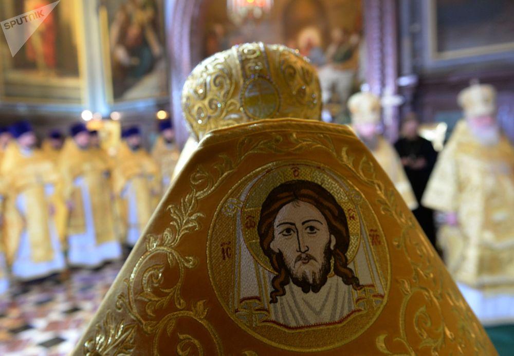 I preti nella Cattedrale di Cristo Salvatore.