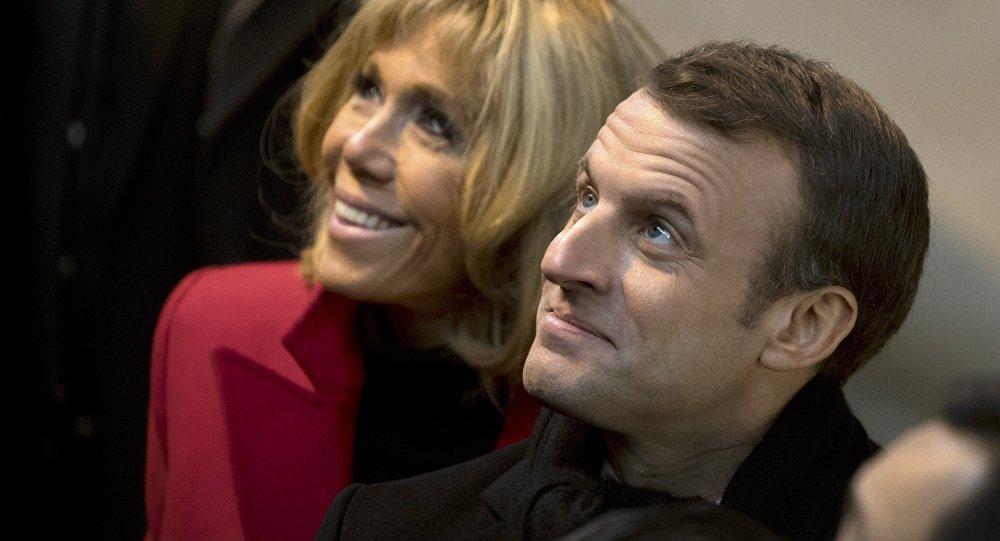 Coniugi Macron