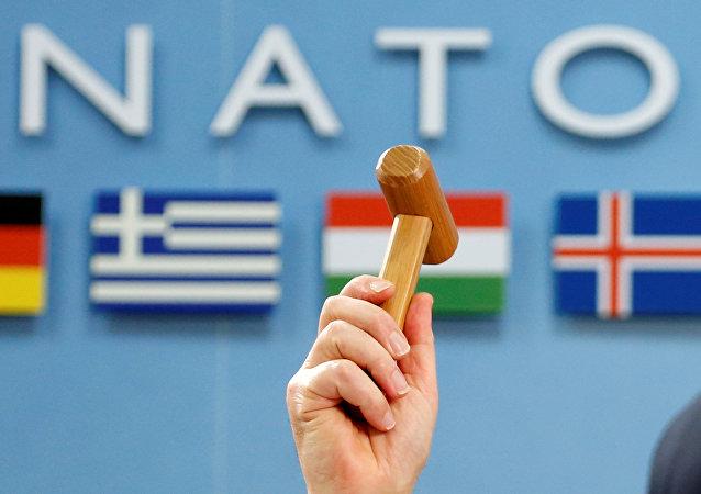 Il Segretario Generale della NATO Jens Stoltenberg proclama l'inizio del vertice ministeriale Nato-Georgia il 16 febbraio 2017 a Bruxelles
