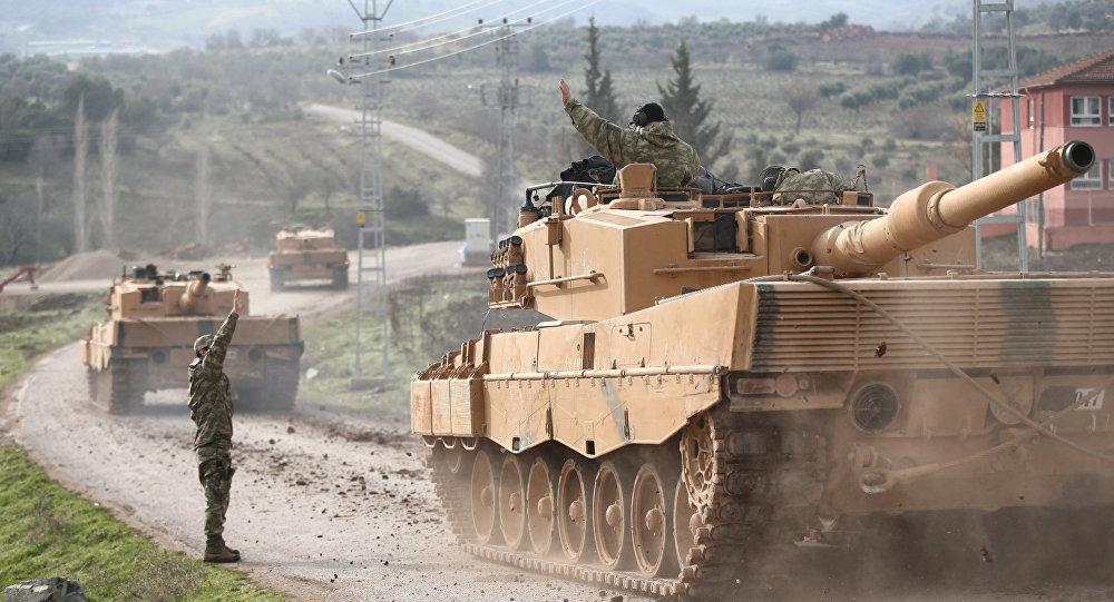 Mezzi militari turchi varcano il confine con la Siria