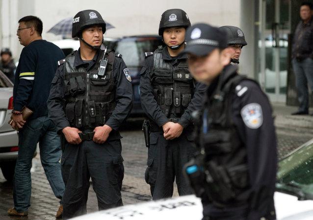 Poliziotti cinesi nello Xinjiang al confine con l'Afghanistan