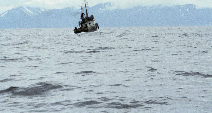 Una nave da pesca vicino le coste della Kamchatka