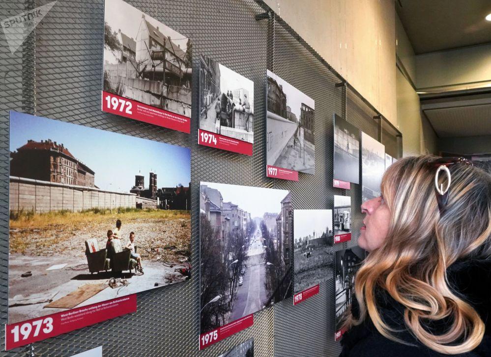 L'esposizione 28 anni con il Muro di Berlino e senza di essa a Berlino.