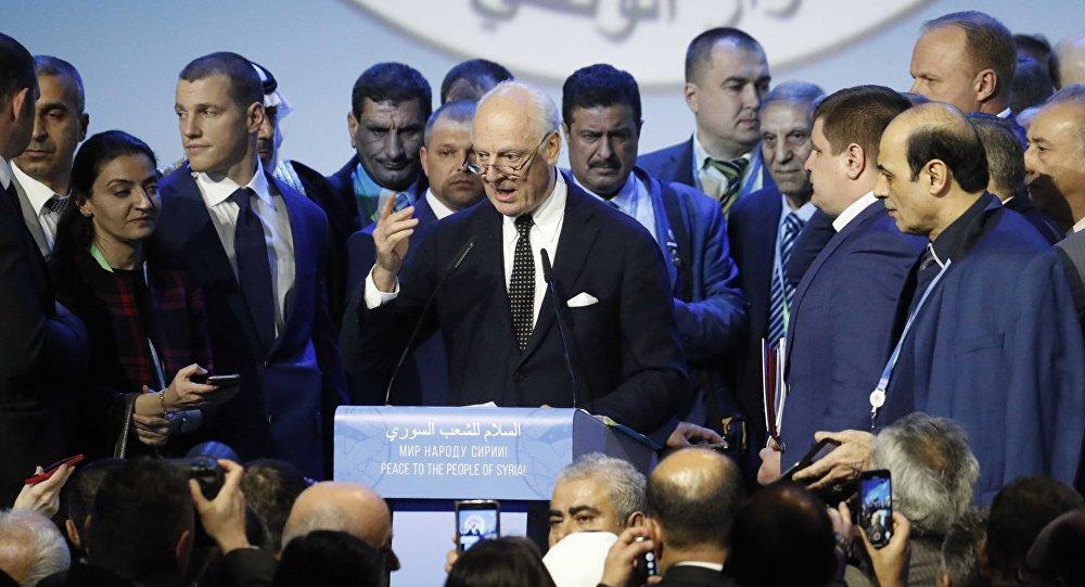 Staffan de Mistura parla al Congresso del dialogo nazionale a Sochi