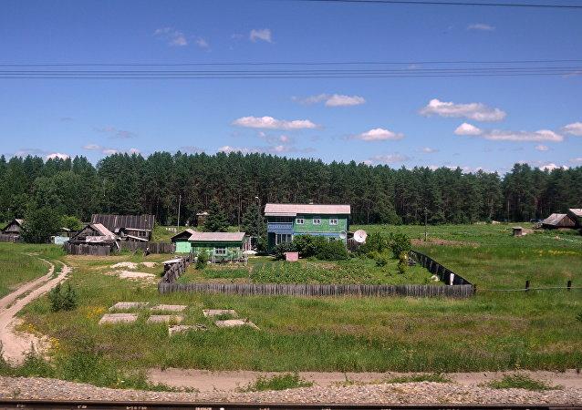 Villaggio lungo la ferrovia