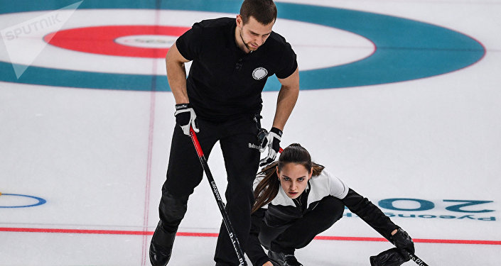 I giocatori di curling russi Anastasia Bryzgalova e Aleksandr Krushelnitckii