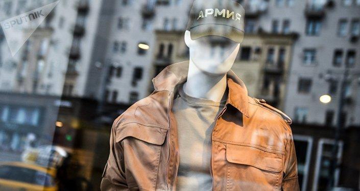La portaerei russa Admiral Kuznetsov ha ispirato Voentorg per una collezione di vestiti