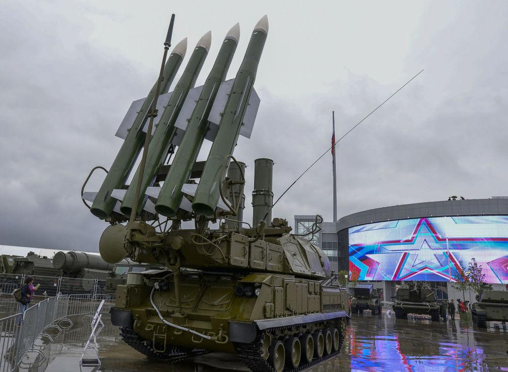 Sistema missilistico Buk-1M all'inaugurazione del Forum internazionale tecnico-militare Armija-2015.