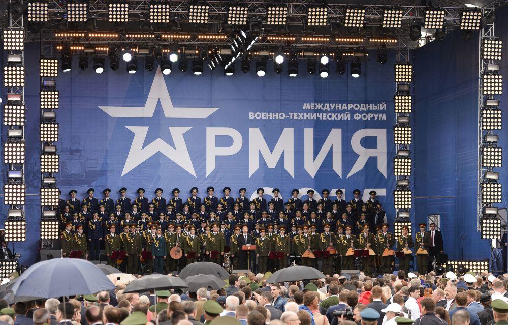 Presidente russo Vladimir Putin alla ceremonia d'inaugurazione del forum Armija-2015.