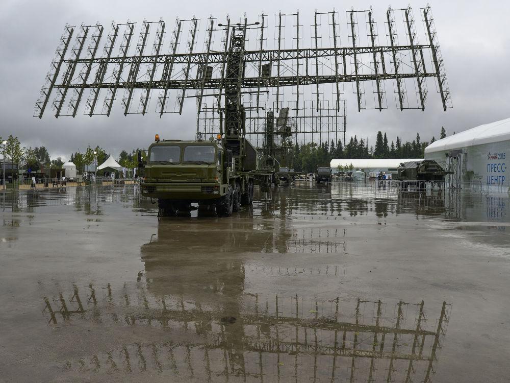 Sistema radar mobile 55Ж6М Nebo-М all'inaugurazione del Forum internazionale tecnico-militare Armija-2015.