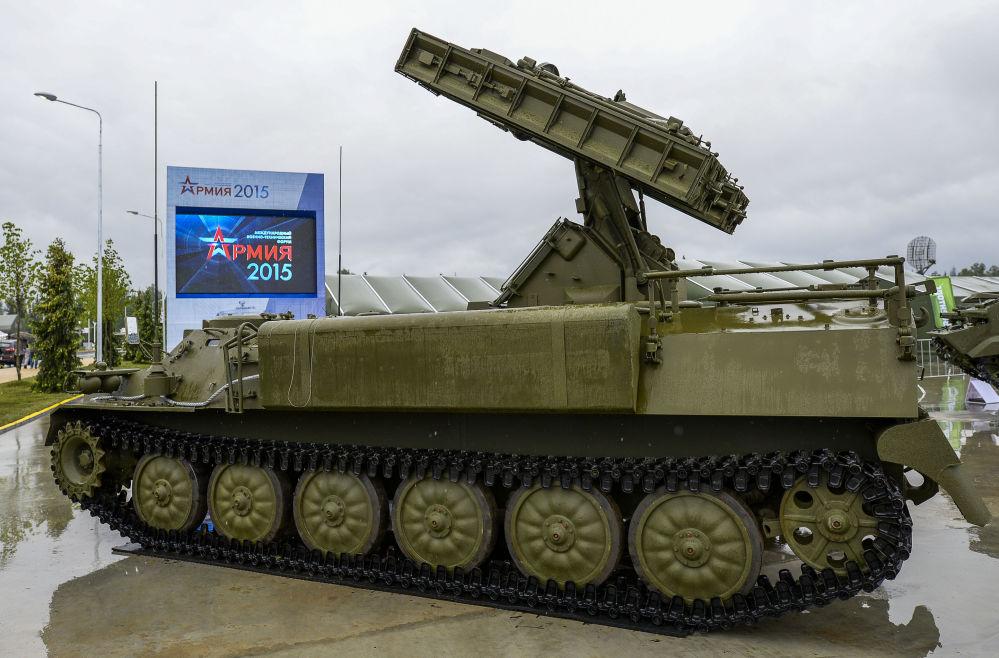 Sistema missilistico Strela-10M4 all'inaugurazione del Forum internazionale tecnico-militare Armija-2015.