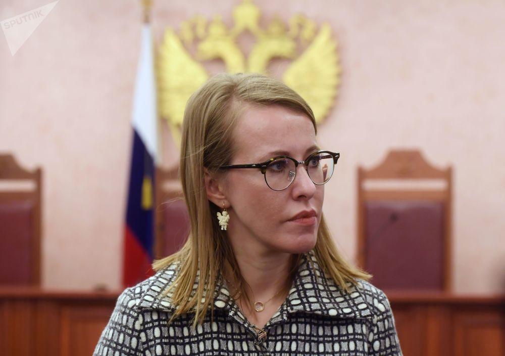 La conduttrice televisiva e la candidata alle presidenziali Ksenia Sobchak risponde alle domande dei giornalisti dopo il ricorso in apello per la decisione della corte di rifiutare di riconoscere illegittima la registrazione di Vladimir Putin alle presidenziali 2018.