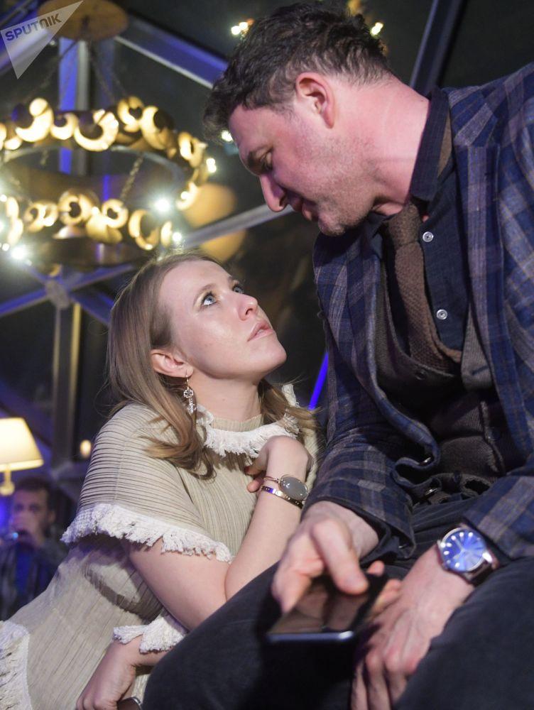 L'attore Maksim Vitorgan e sua sposa Ksenia Sobchak alla presentazione di Samsung Galaxy S8 nell'albergo Ritz-Carlton a Mosca.
