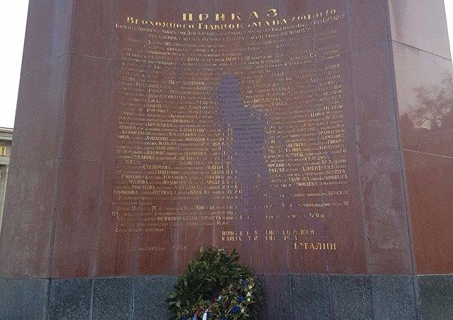 Monumento sovietico imbrattato a Vienna