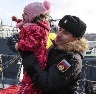 Il ritorno nel porto di Severomorsk della nave d'assalto anfibio Aleksandr Otrakovskiy.