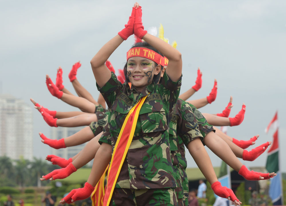 Le donne soldato in Indonesia.
