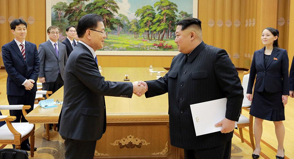 Kim Jong-Un e Chung Eui-yong, il Consigliere per la sicurezza nazionale sudcoreana