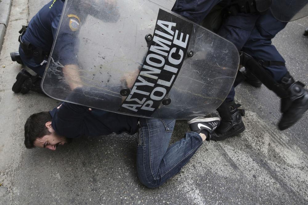 Le proteste ad Atene, Grecia.