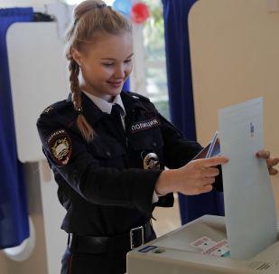 Una cadetta alle elezioni