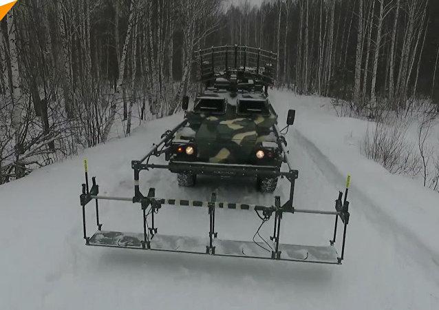 Le esercitazioni su vasta scala delle Forze missilistiche strategiche russe nella regione di Sverdlovsk a cui hanno partecipato più di 3mila militari e 300 mezzi.