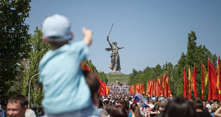 Volgograd, folla nel parco memoriale La Madrepatria chiama