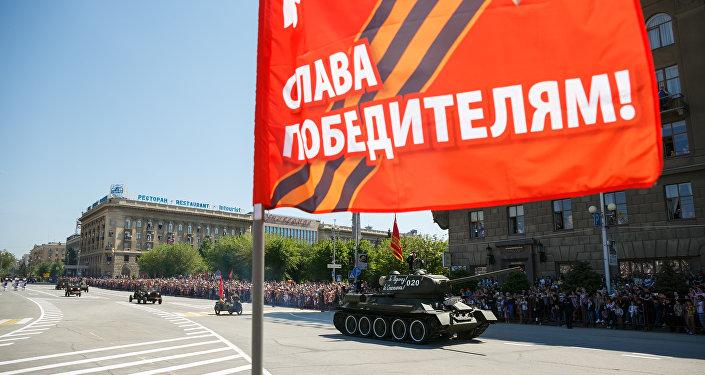 Mezzi d'epoca aprono la parata del 71° Giorno della Vittoria a Volgograd
