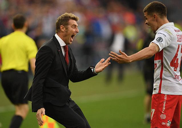 Massimo Carrera esulta insieme al centrocampista dello Spartak Mosca Roman Zobnin