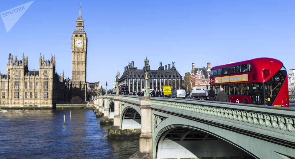 Spie e veleni, Mosca accusa Londra