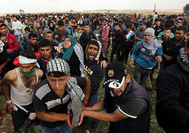 Palestinese al confine della Striscia di Gaza