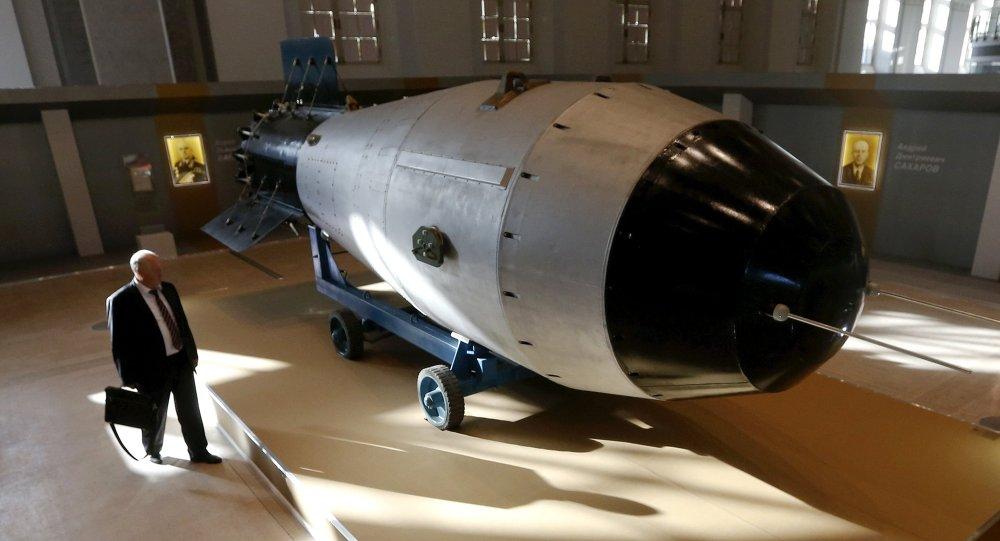 Una replica della bomba nucleare sovietica AN-602
