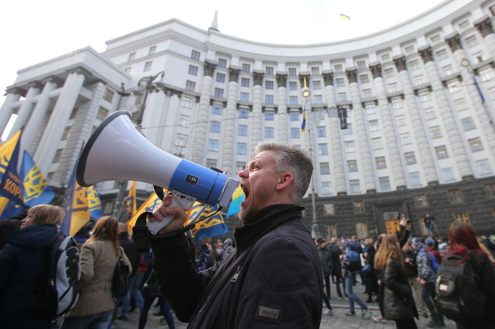 I partecipanti alle proteste contro oligarchi a Kiev.