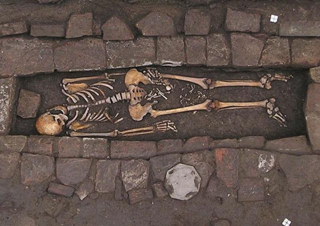 Donna sepolta nell'Alto Medioevo
