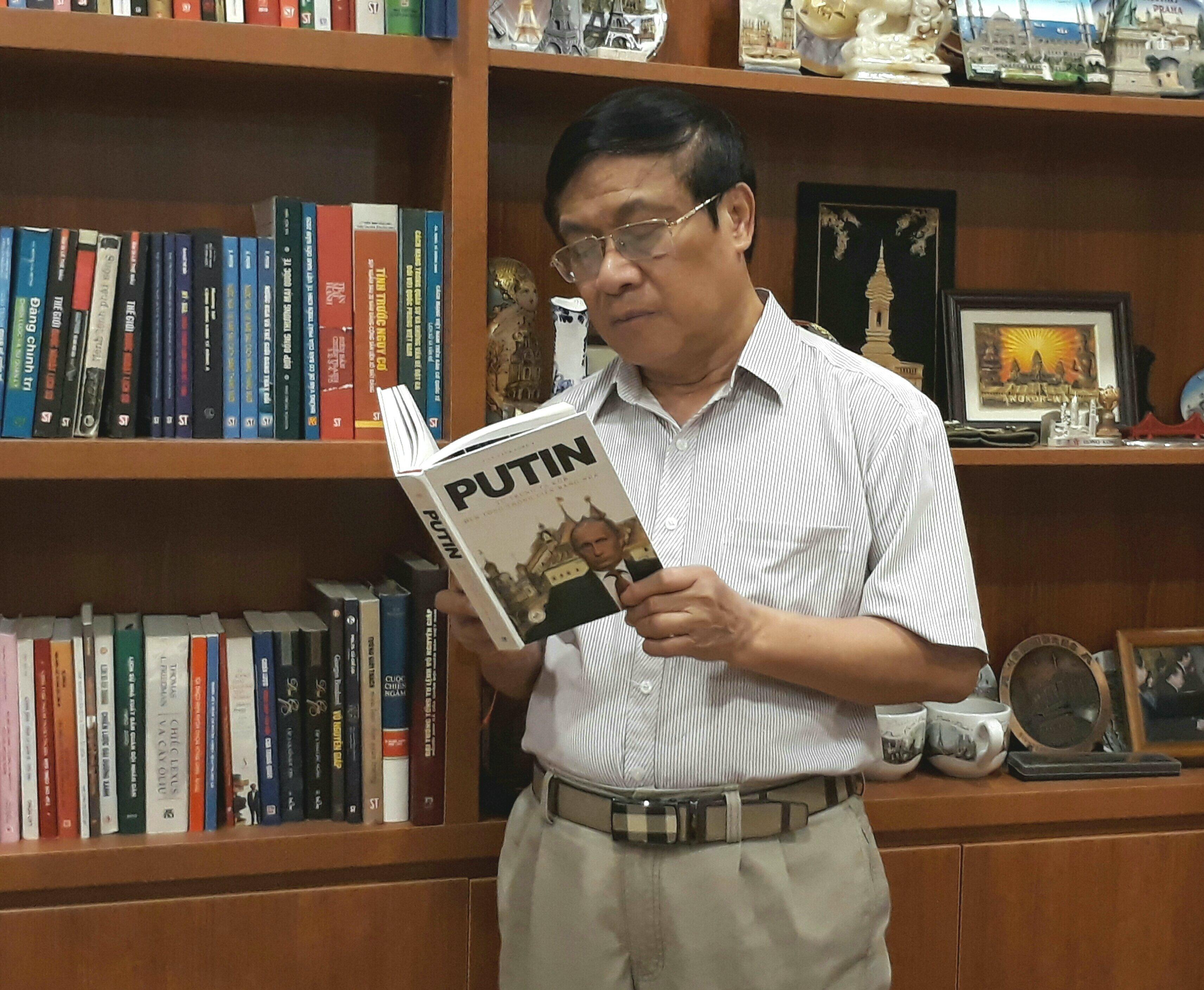 Lê Thế Mẫu, noto analista militare e politico vietnamita, colonnello.