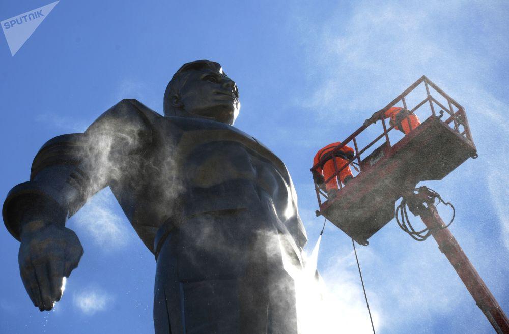 Il monumento al cosmonauta Yuri Gagarin a Mosca.
