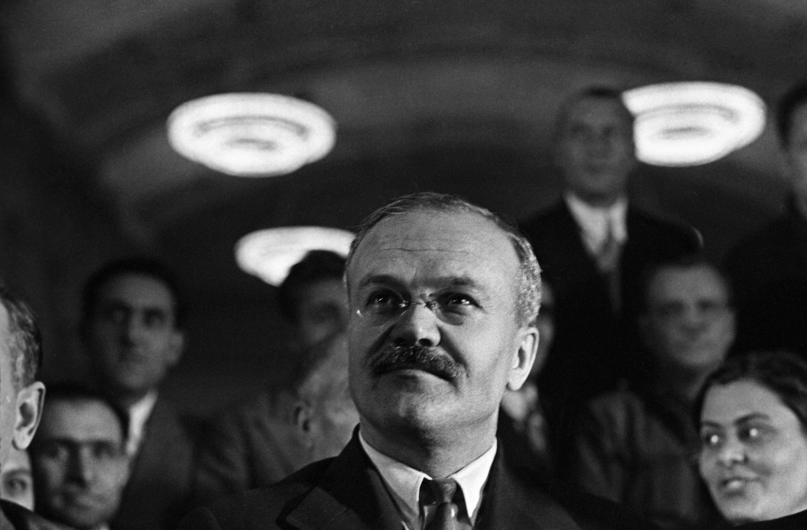 Vjačeslav Molotov (1890 - 1986), commissario del popolo per gli affari esteri dell'URRS, ministro degli affari esteri dell'URSS
