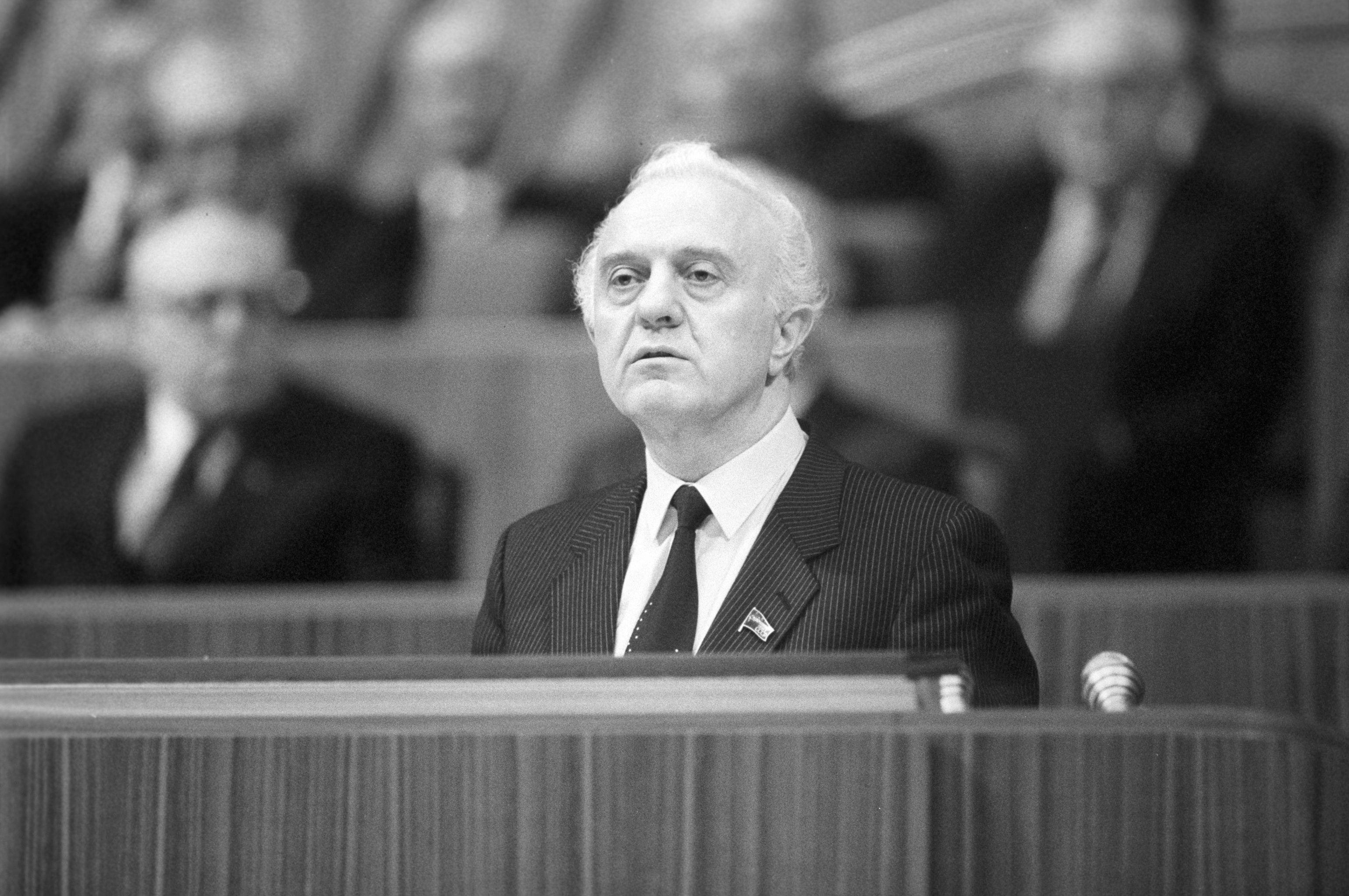 Eduard Shevardnadze (1928 - 2014), ministro degli affari esteri dell'URSS, ministro delle relazioni con l'estero dell'URSS
