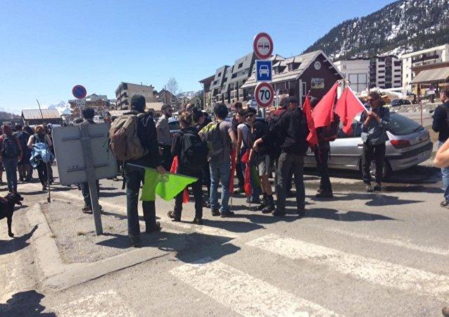 Manifestazione degli antifascisti a Monginevro