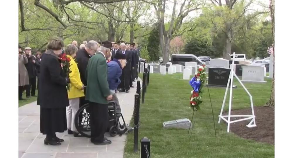 Cerimonia della deposizione delle coronte al Cimitero Nazionale di Arlington